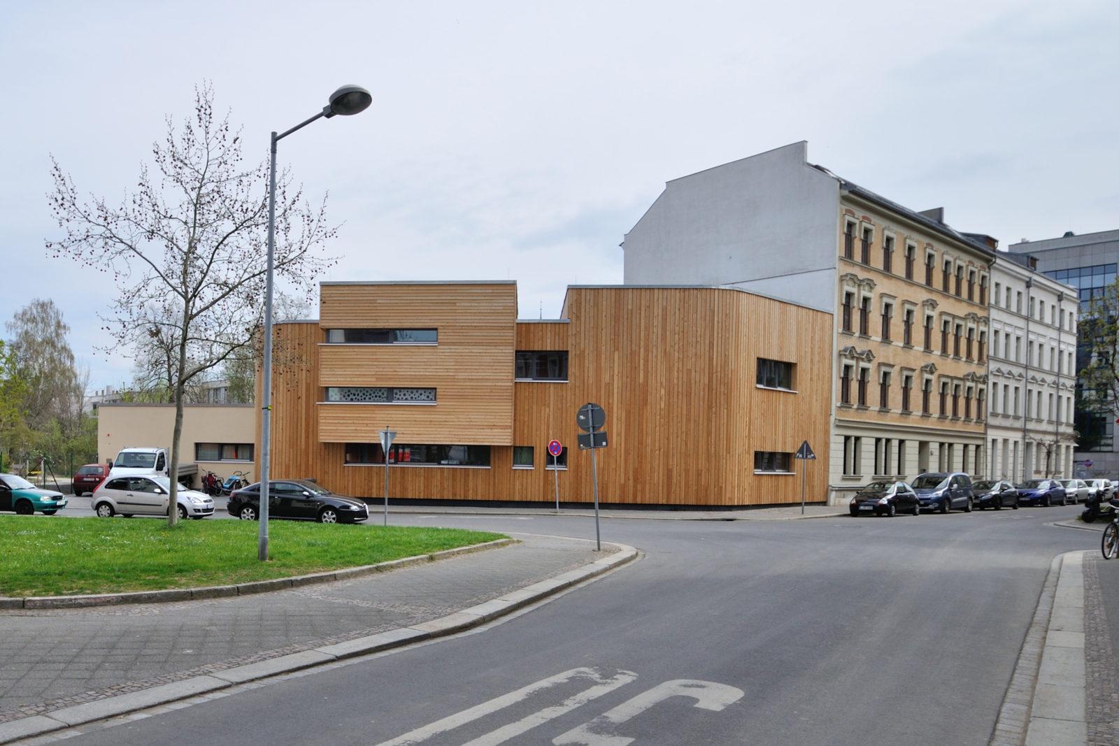 """Neubau Kita """"Treffpunkt Linde"""", Haus Ahorn, Leipzig-Plagwitz - Ansicht Straßenseite"""