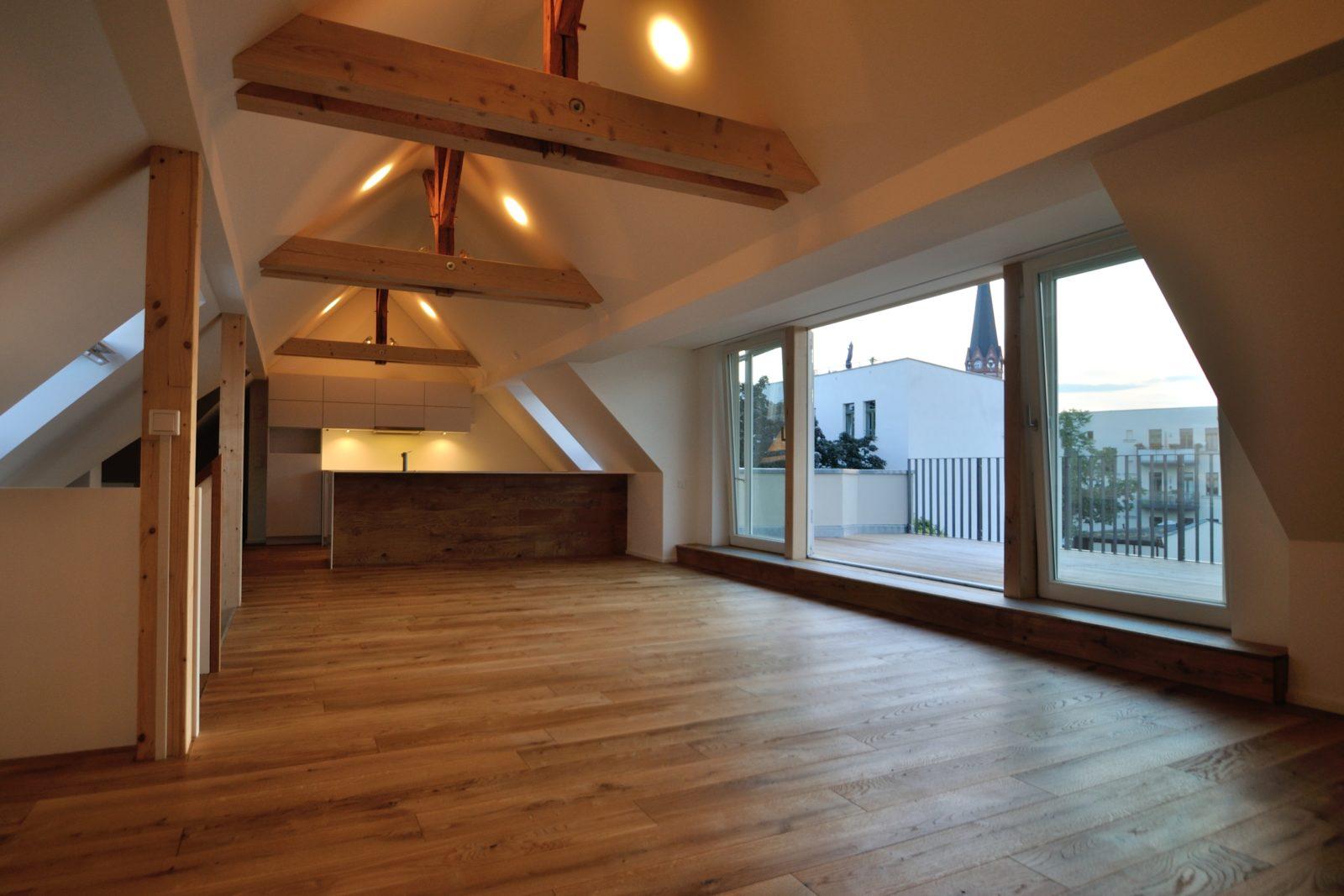 Umbau und Sanierung Mehrfamilienhaus in Leipizg, Plagwitz - Dachausbau