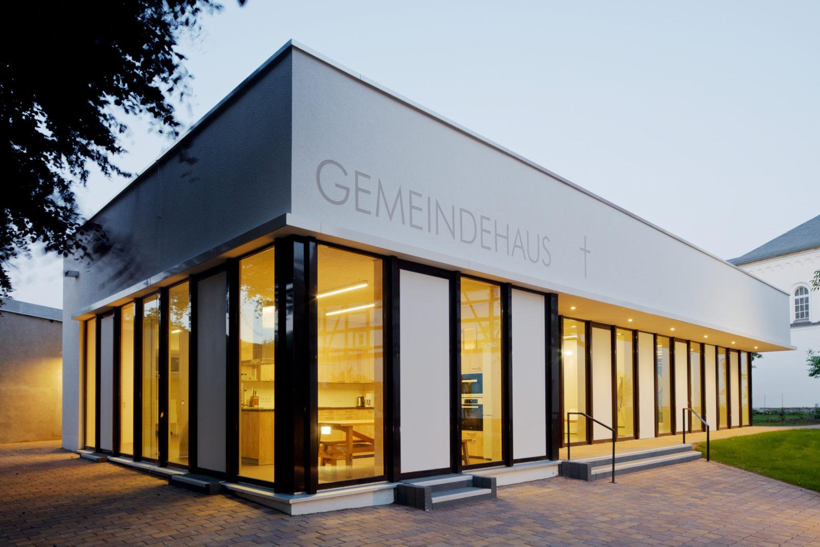 Neubau Gemeindehaus Hoffnungskirchgemeinde in Leipzig, Knauthain - Rückansicht