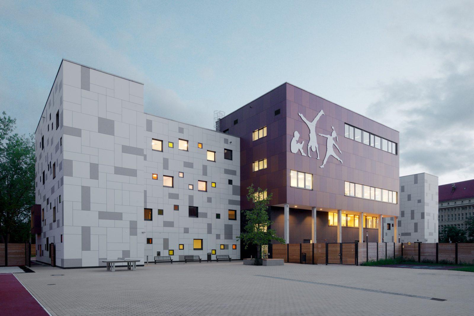 Neubau Kita und Förderschule an der alten Messe, Leipzig - Schulhof