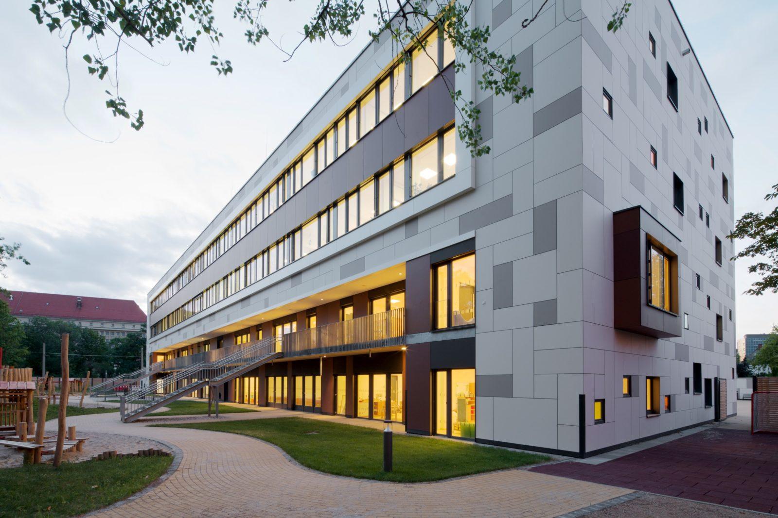 Neubau Kita und Förderschule an der alten Messe, Leipzig - Hofansicht